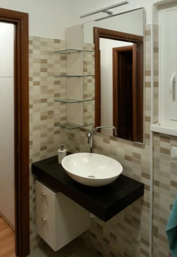 Mobile per bagno, top e lavandino in Solid Surface