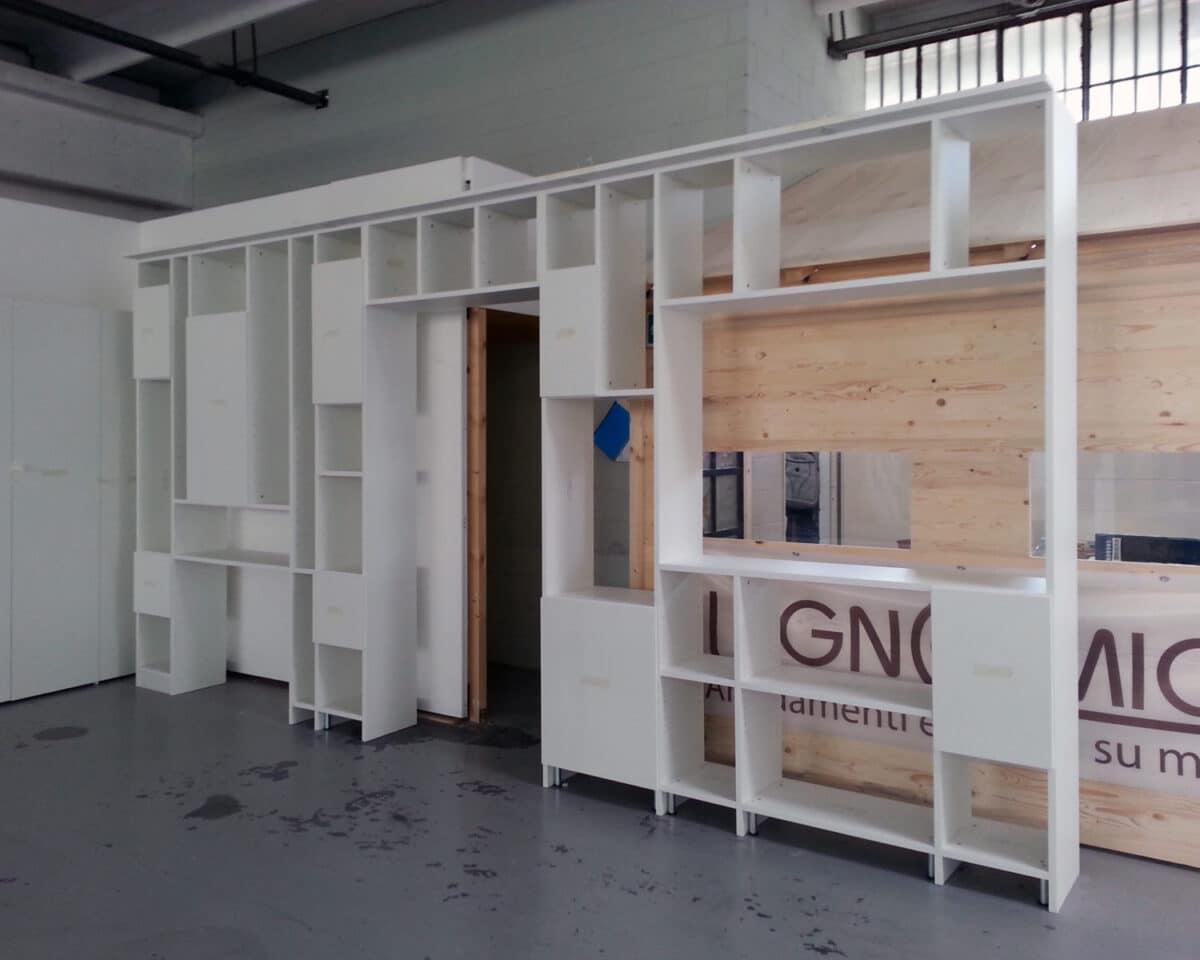 Libreria multifunzione, in fase di pre-montaggio