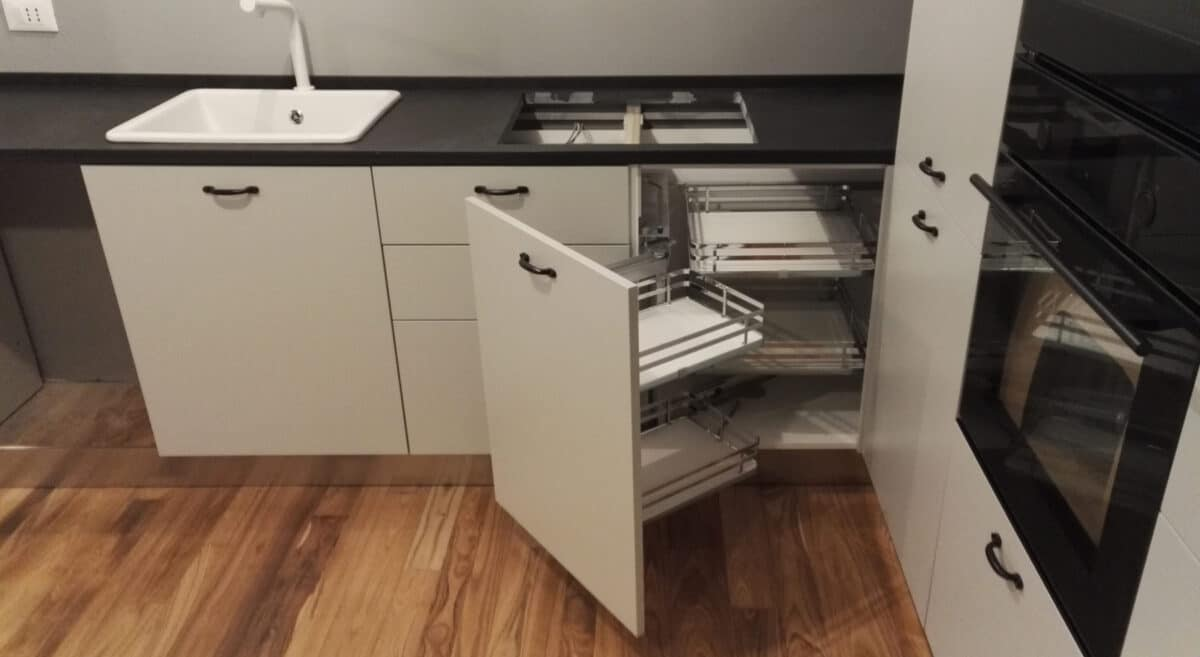 Cucina in nobilitato bianco idro