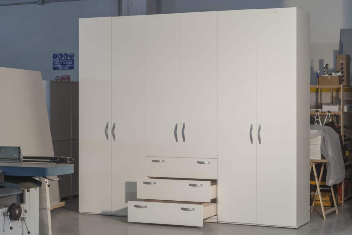 Armadio modulare guardaroba, collaudo cassetti in laboratorio