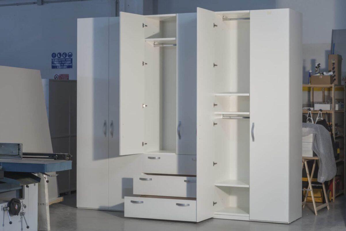 Armadio modulare guardaroba, collaudo ante e cassetti in laboratorio