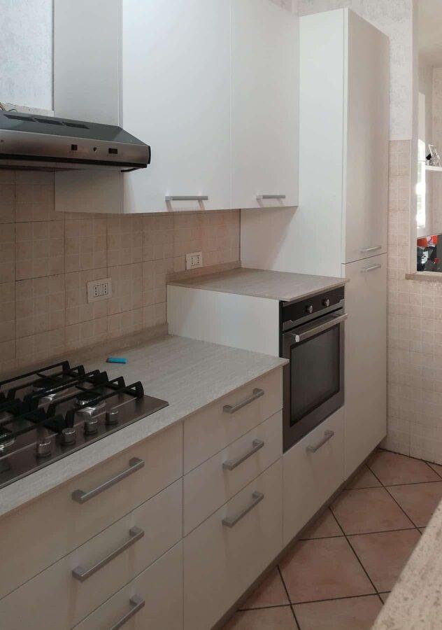 Cucina completa in spazi ridotti