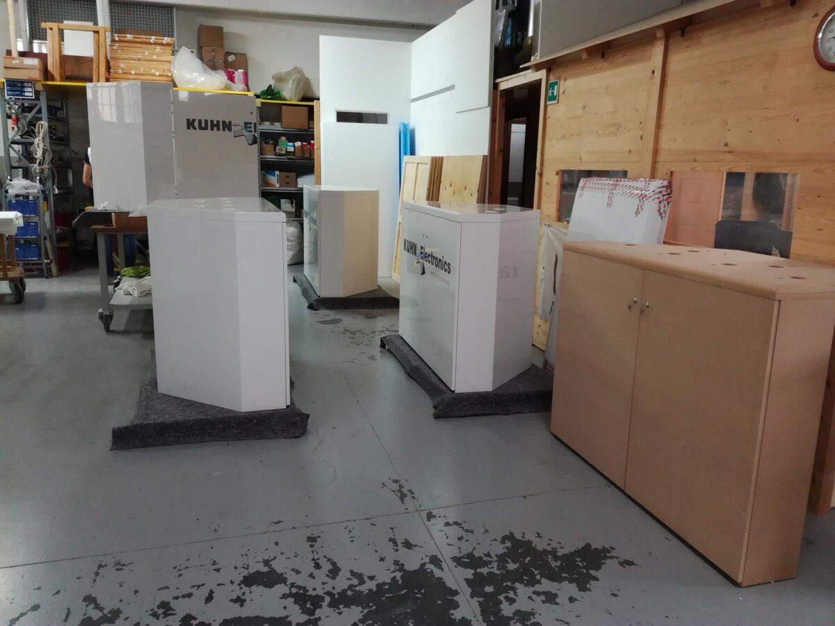 Mobili per ambienti fieristici e showroom, prototipo e realizzazioni finali