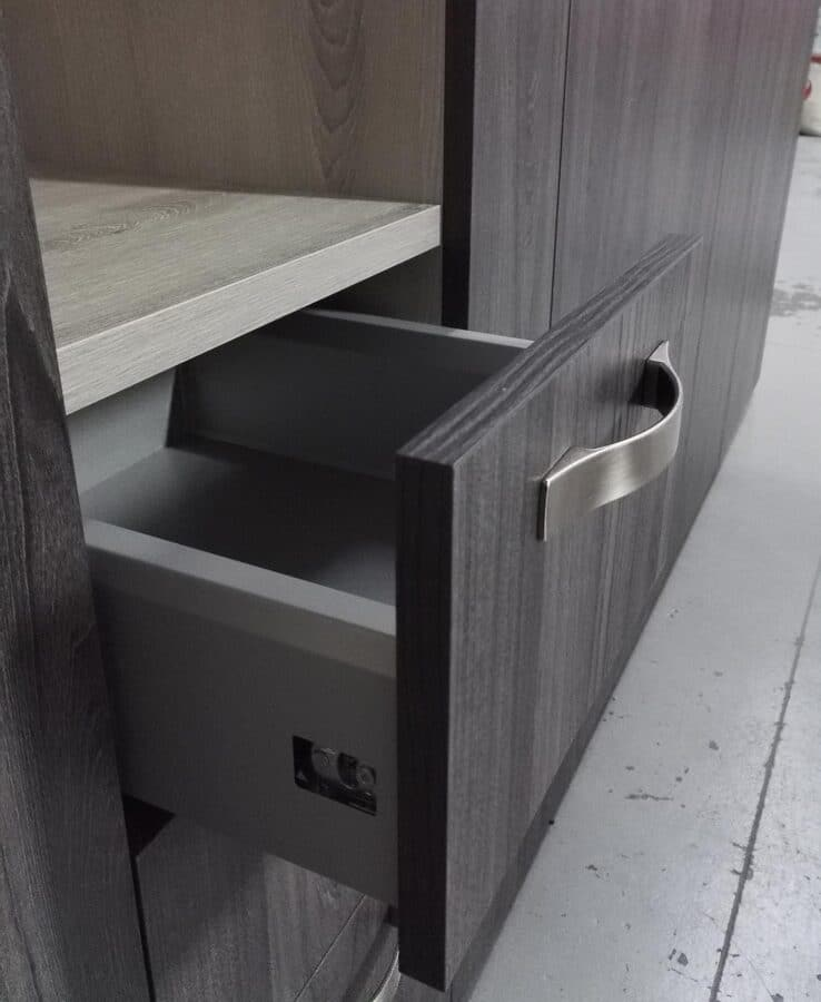 Arredo sala e ingresso, particolare del cassetto, verifica in laboratorio