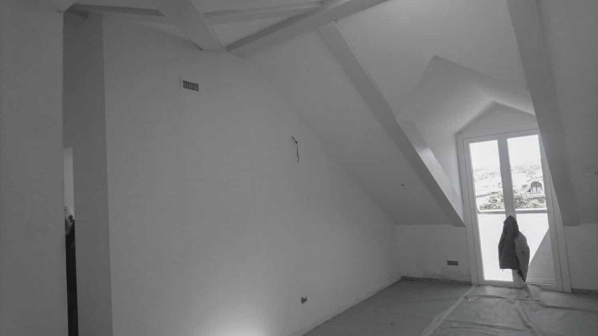 Ampio locale mansardato pronto per la trasformazione in cabina armadio