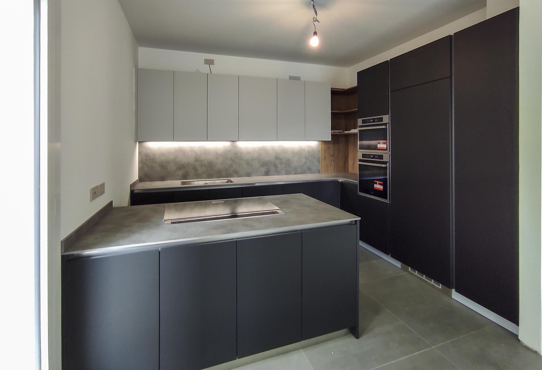 Cucina abitabile con penisola cottura